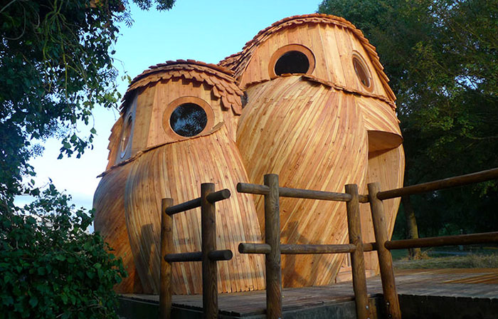 You Can Sleep In These Owl Cabins In France For Free, And Their Interior Is As Good As Exterior
