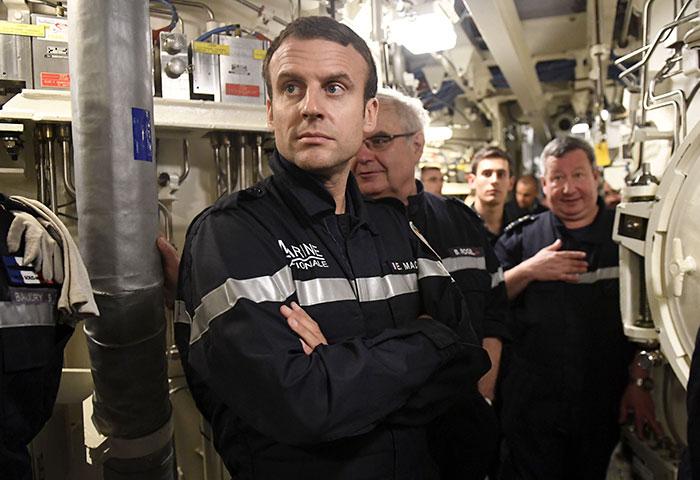 president-emmanuel-macron-submarine-landing-13