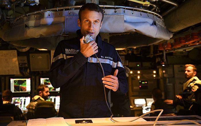 president-emmanuel-macron-submarine-landing-14