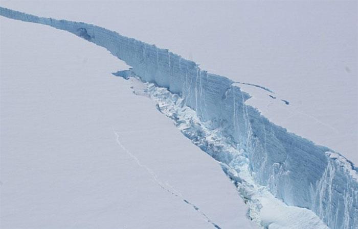 trillion-ton-iceberg-broke-off-antarctica-26