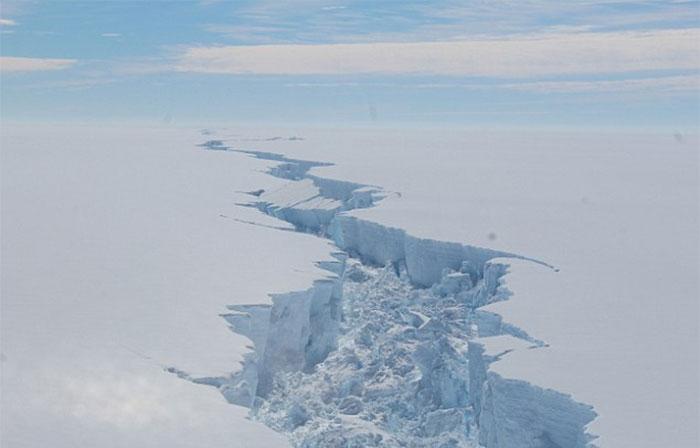 trillion-ton-iceberg-broke-off-antarctica-27
