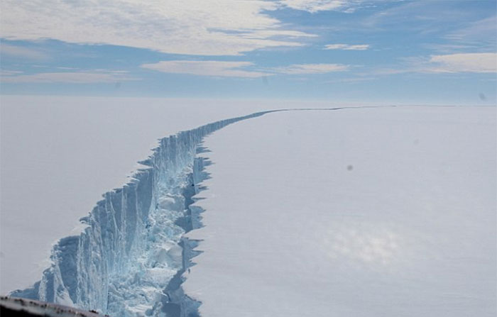 trillion-ton-iceberg-broke-off-antarctica-28