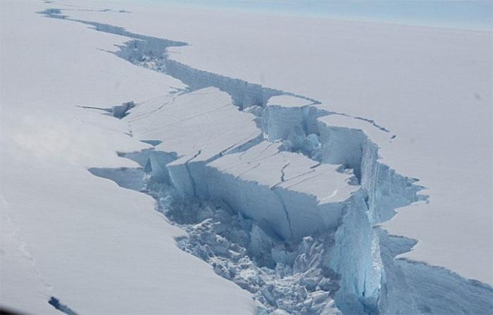 trillion-ton-iceberg-broke-off-antarctica-29