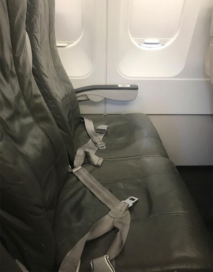 worst-airline-passenger-ever-bare-feet-twitter-jessie-char-3