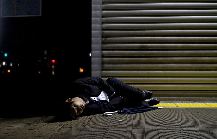 Sleeping In The Streets After Drinking With Colleagues Or Clients