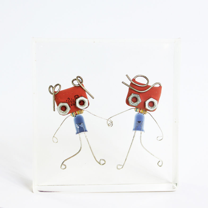 I Turned Electronic Components Into Tiny And Biggie Robots