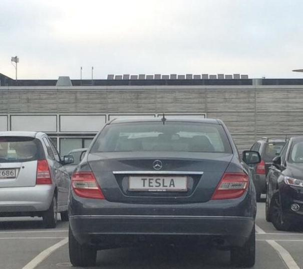 Mercedes Owner Doesn't Give A Shit