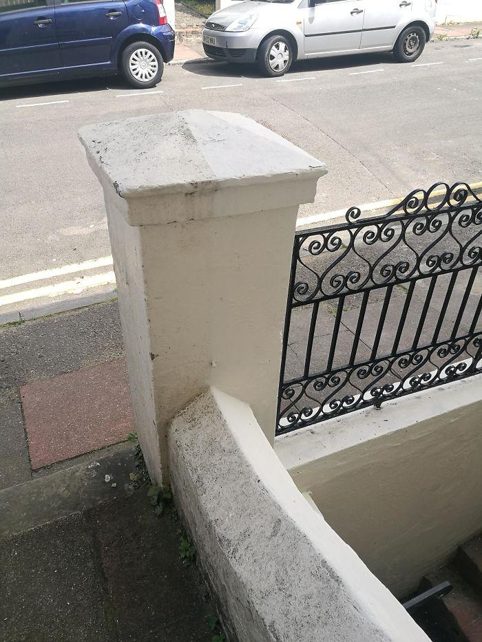Los vecinos limpiaron de forma precisa solamente su parte del muro