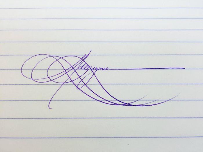 Me aburría y me puse a practicar mi firma