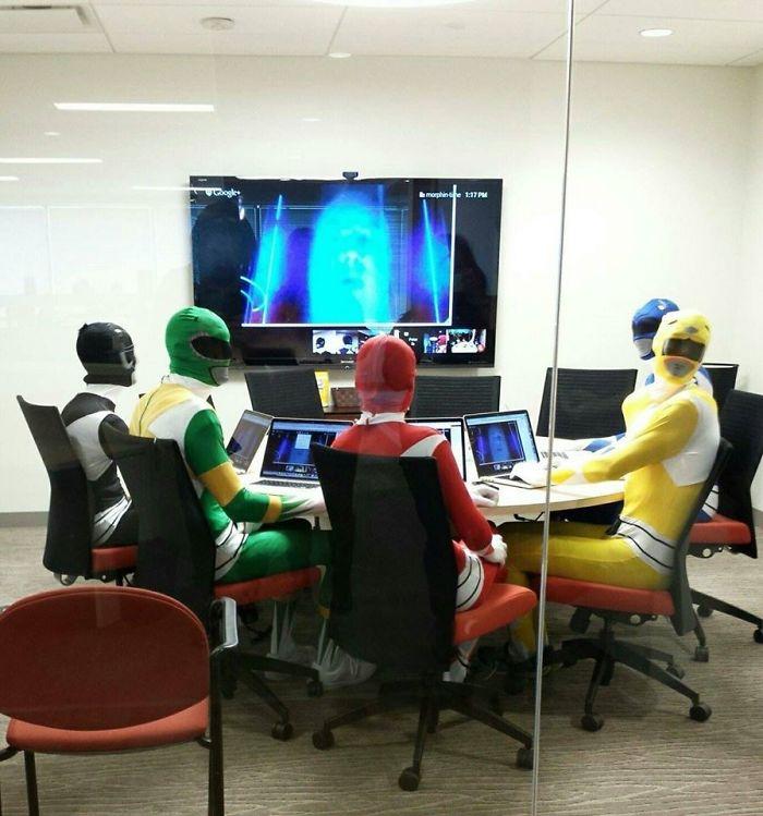 Reunión importante hoy en el trabajo