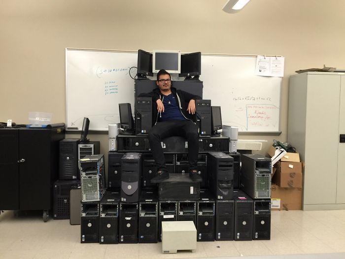 Me he hecho un trono informático en el trabajo
