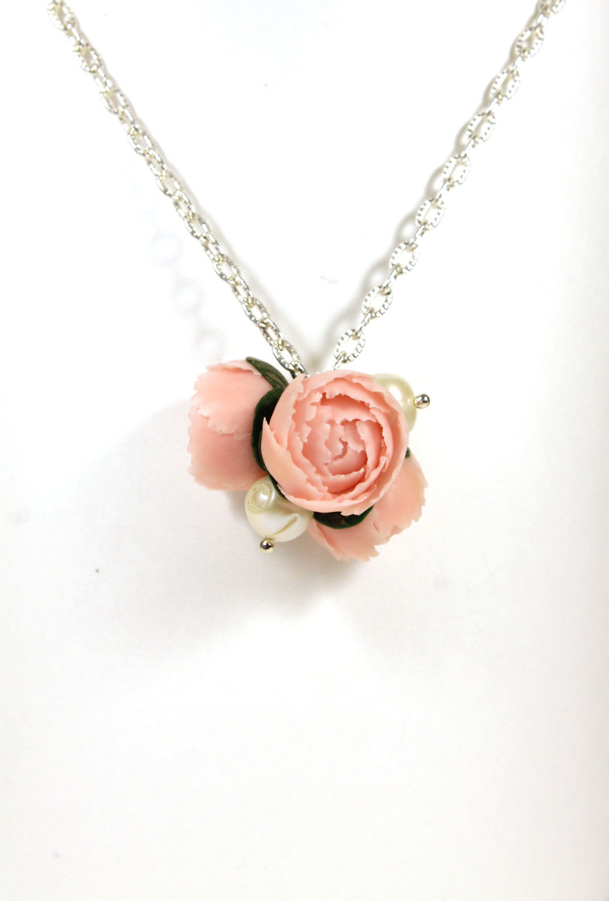Pendant With Peonies And Pearls