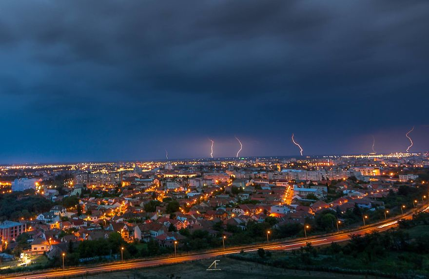 I've Spent 2 Years To Photograph Thunderstorms In My Hometown