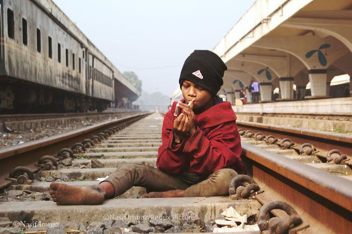 Nobody Cares: I Documented The Life In Kamalapur Railway Station, Dhaka