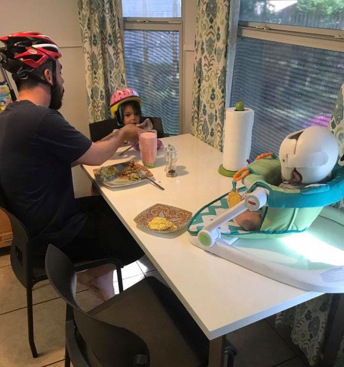 family-wear-helmets-solidarity-baby-jonas-gutierrez-1