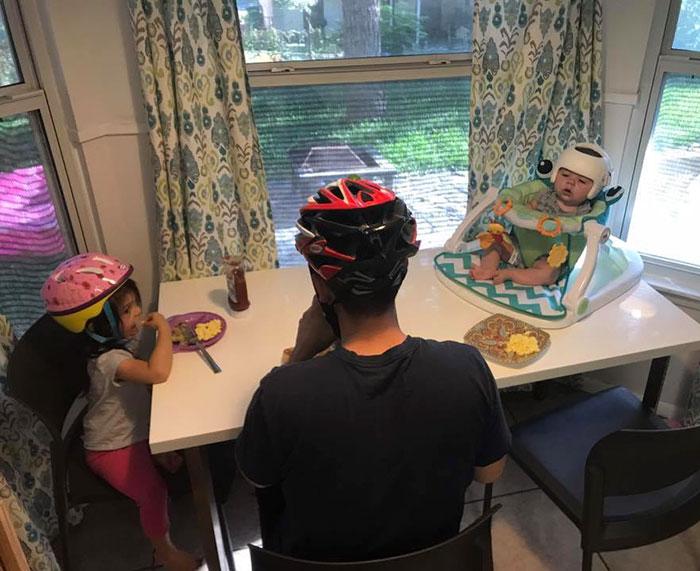 family-wear-helmets-solidarity-baby-jonas-gutierrez-3