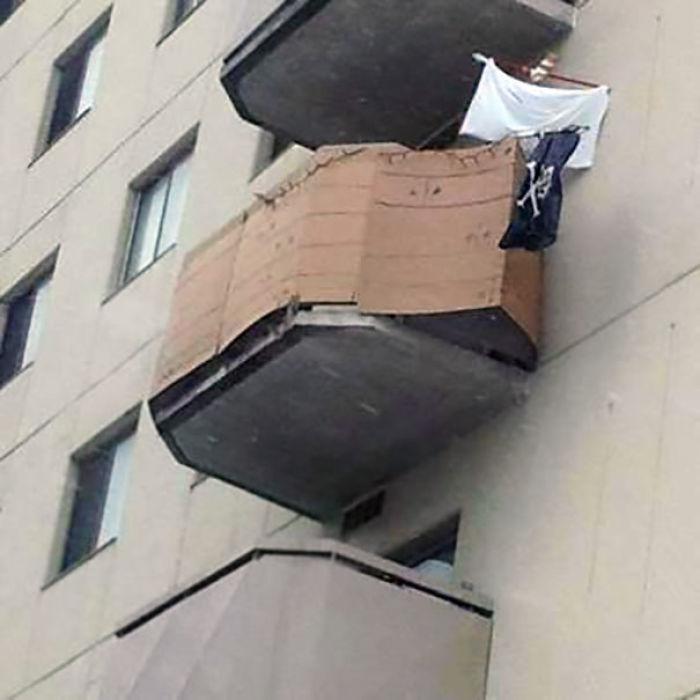 Estos vecinos han convertido su balcón en un barco pirata