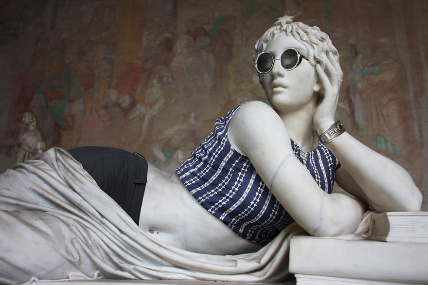 """the Hipsters In Stone"" Project Is Back. Old Dressed Statues, Turning Instagram Stars"