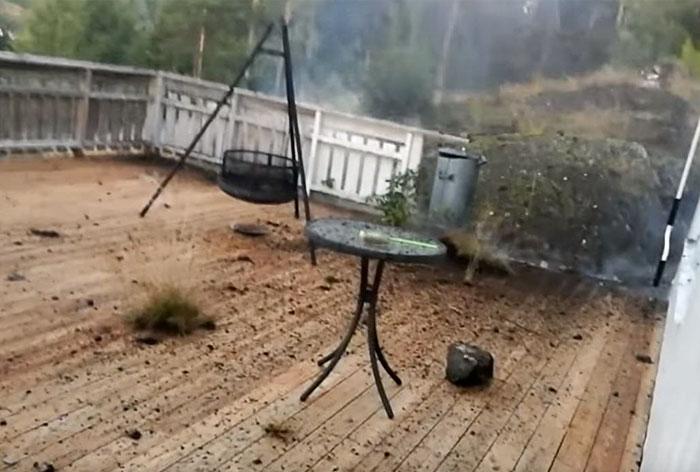 lightning-strikes-destroy-backyard-daniel-modol-norway-2