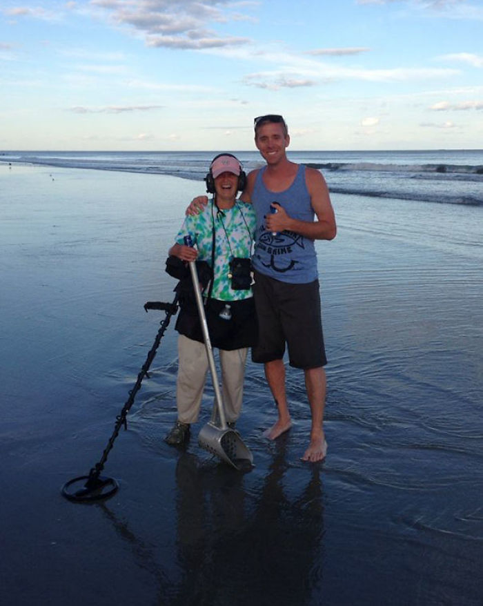 My Friend Lost His Wedding Ring In The Atlantic Ocean And This Woman Found It With Her Metal Detector 4 Hours Later