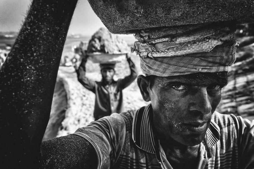 People's Choice Winner, People: Sand Porter, Munshiganj, Dhaka, Bangladesh