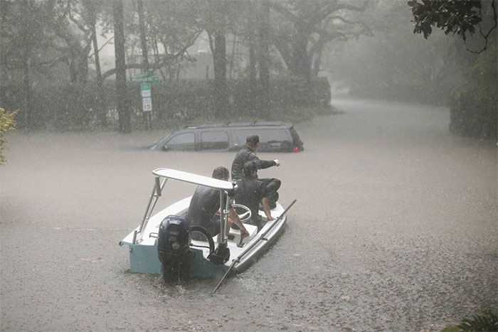 Searchers Patrol The Upscale River Oaks Neighborhood Of Houston For Stranded Residents
