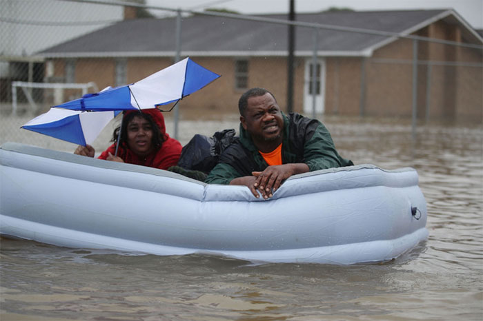 People Use An Inflated Mattress To Evacuate Their Homes