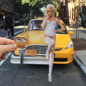 Este artista usa recortes de revistas para hacer más divertida la aburrida vida de la ciudad