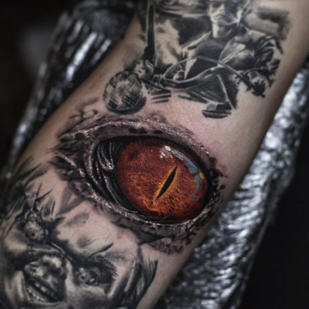 Belgian Tattooist Makes Realistic Tattoos That Give The Impression That They Are Printed On The Skin