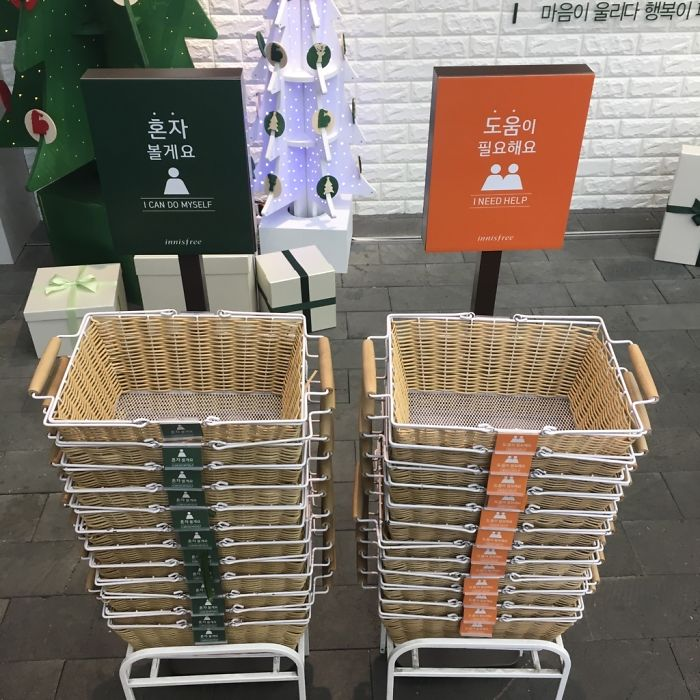 This Store Lets Customers Choose Whether They Want To Be Bothered By The Staff