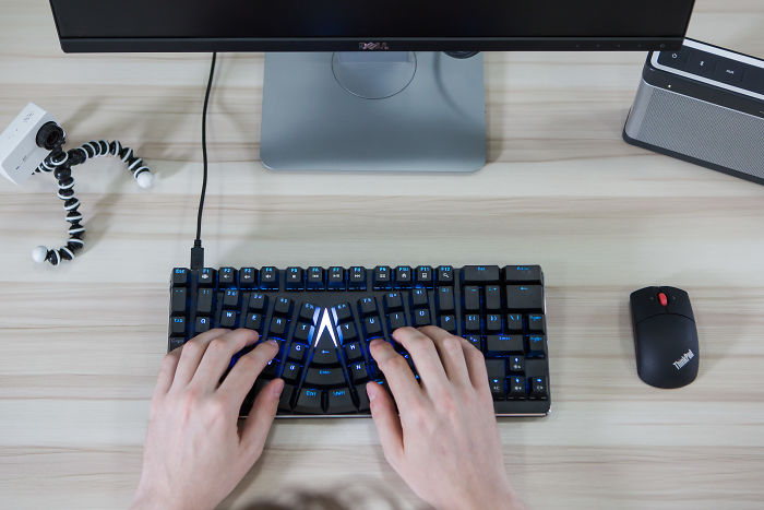 X-Bows: A Keyboard For More Comfortable Typing