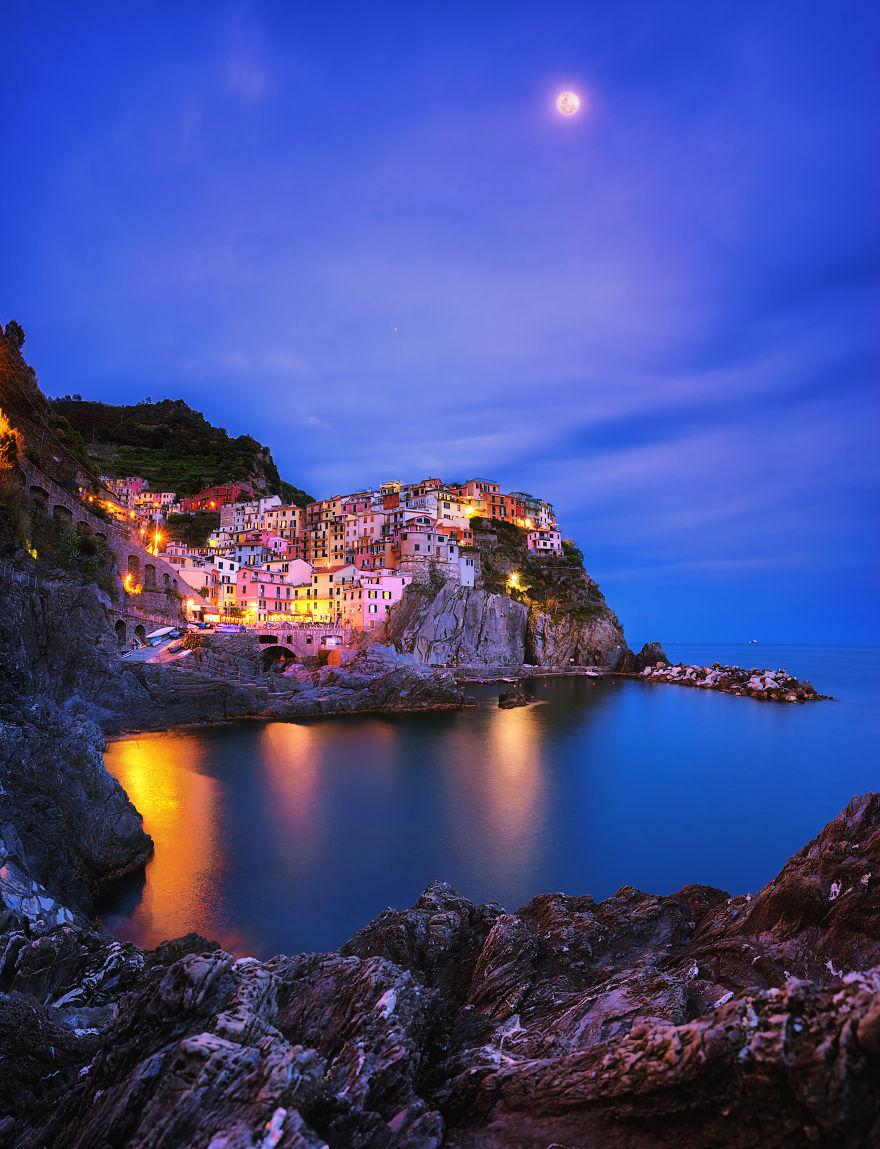 In Town | Moon Shines On Paradise Town, Italy - Asit Apornsupavit / Pna
