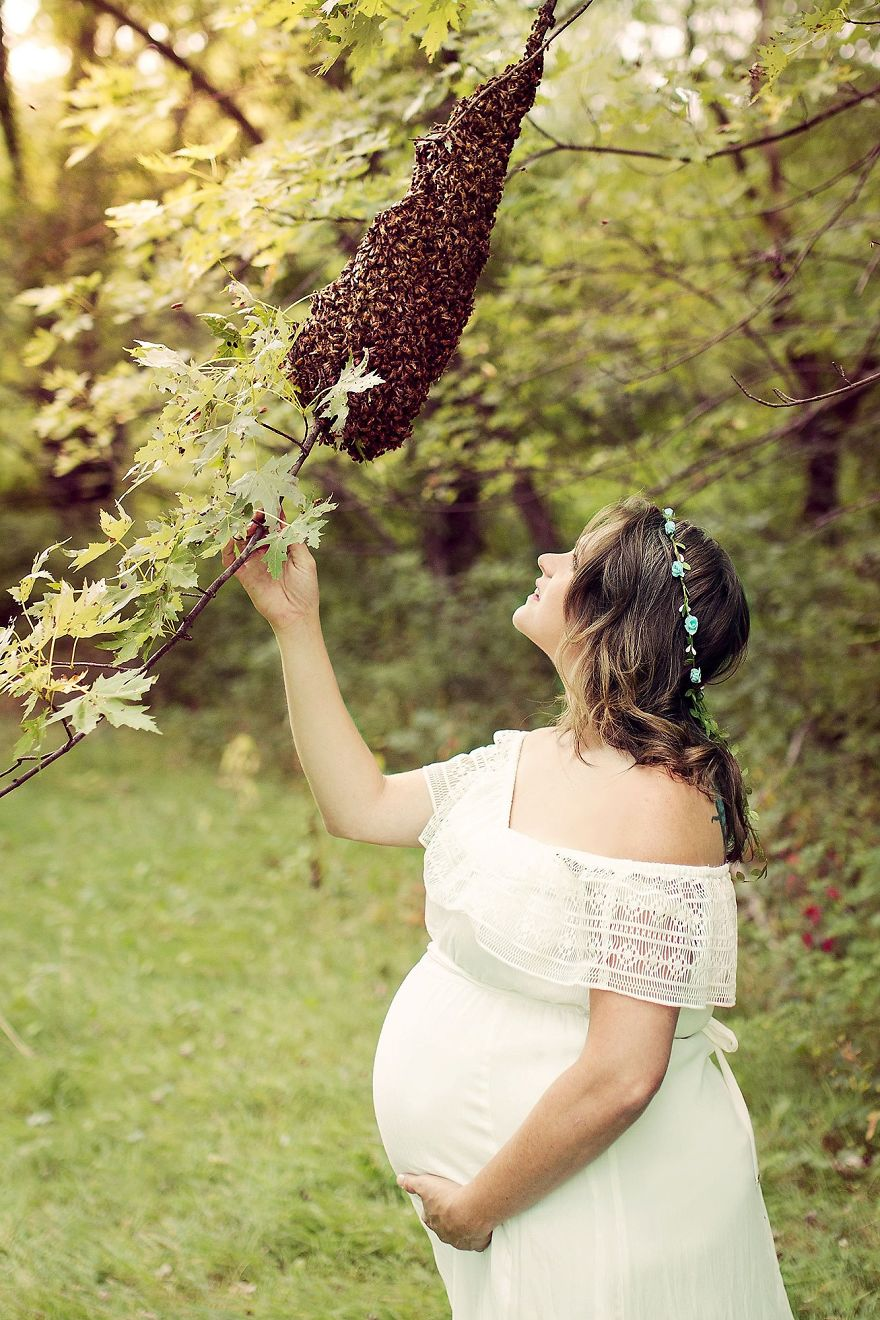 Pregnant Woman Poses With 20,000 Live Bees For Crazy Maternity Photoshoot