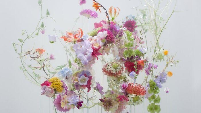 Photographer Captures Ethereal Beauty Of Flowers Floating Like Ballerinas Underwater