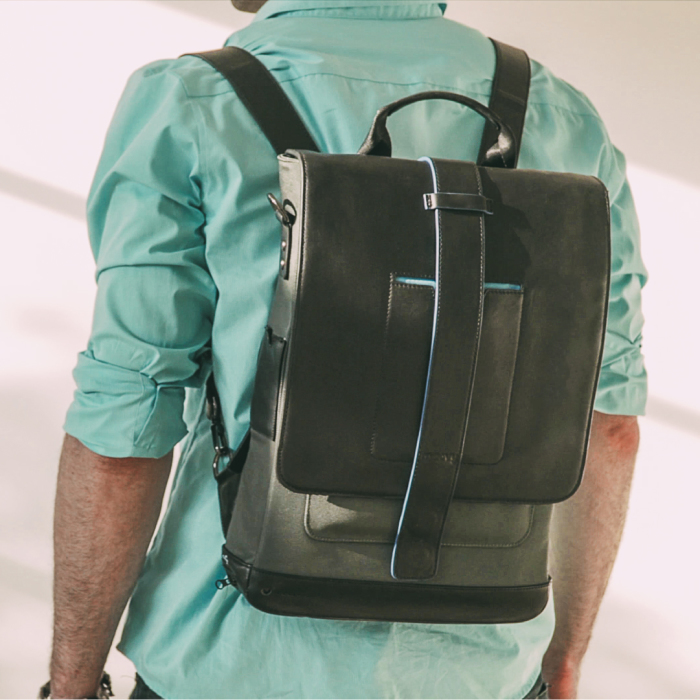 A Backpack With Solar Panels: The Moovy Bag Ensures You Never Run Out Of Battery!