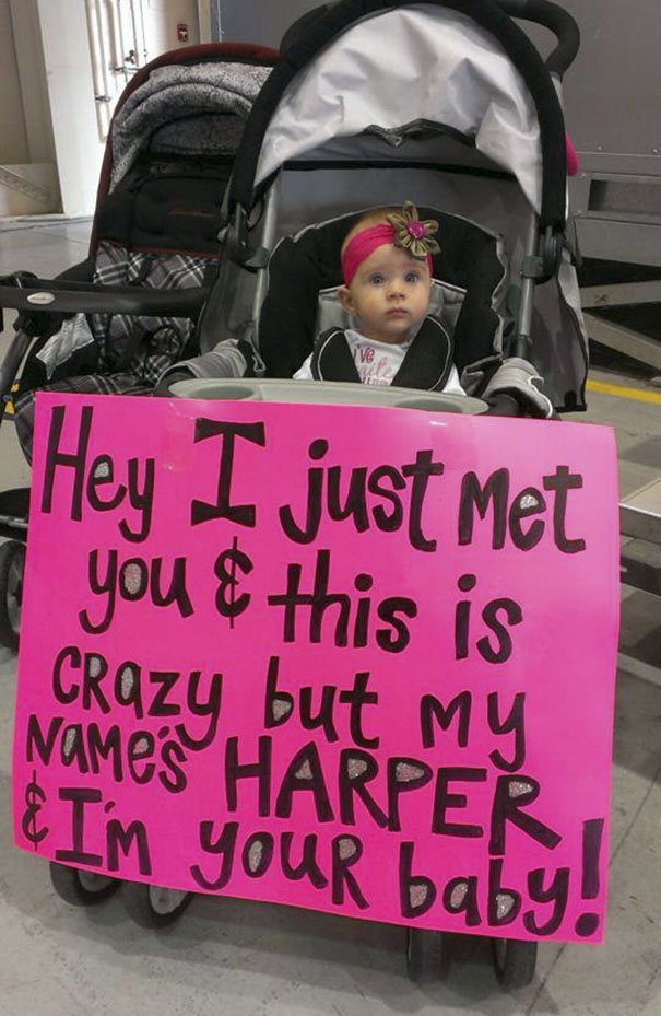 Cole Tesar, A Soldier From Bellevue, Got Hom. His Baby Girl-He Has Never Met-Was Waiting For Him With This Sign