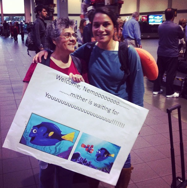 10+ Funny And Embarrassing Airport Pickup Signs That Were