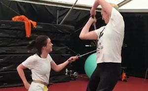 Arya (1,55) VS Brienne (1,91): Este vídeo tras las cámaras muestra lo increíbles que son en realidad