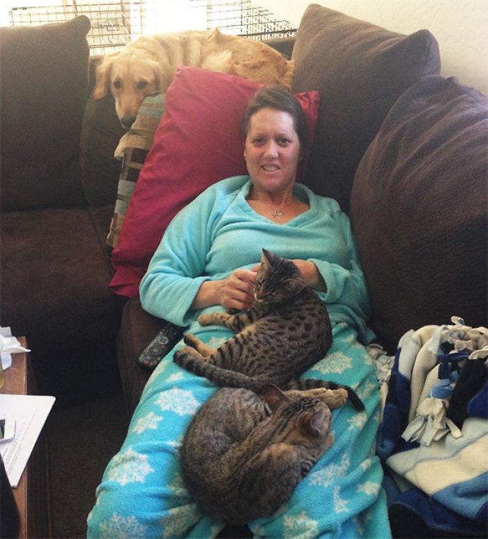 Mi madre tiene cáncer y sus mascotas saben cuando tiene un mal día