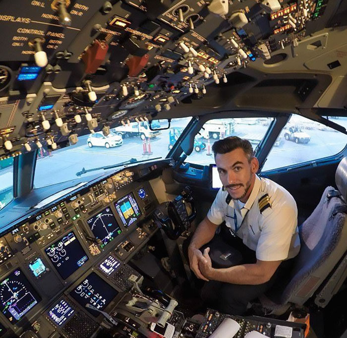 Pilot S Dangerous Mid Flight Selfies Go Viral But Turns Out They