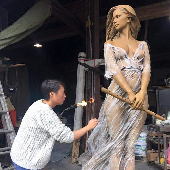 Stunning Life-Size Sculptures Of Women By Luo Li Rong Reveal The Beauty Of Female Form