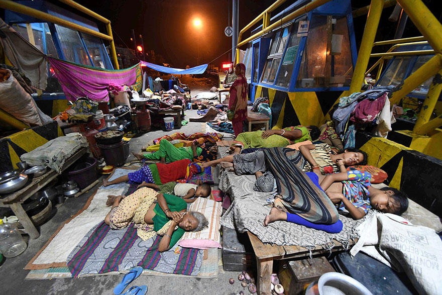 Flood-Affected People Sleeping By A Highway Toll Plaza In The Indian State Of Bihar