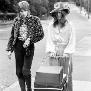 Rare Photos From 1971 Shows David Bowie And His Ex-Wife Taking Their Son Zowie For A Walk