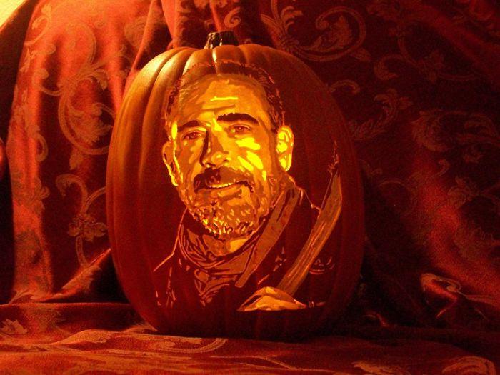 Artist Uses Pop Culture As A Theme To Sculpt His Pumpkins