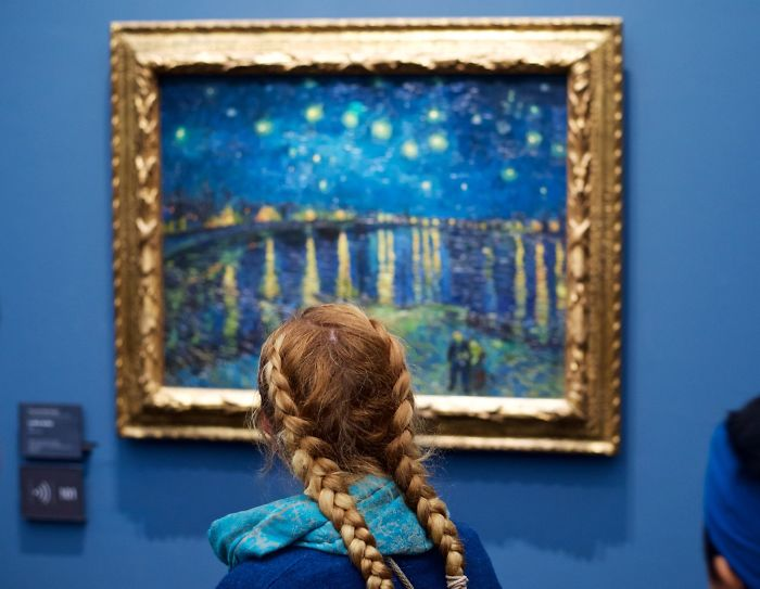 Photographer Spends Eternity Waiting For Museum Visitors To Match Artworks And The Result Is Worth The Wait