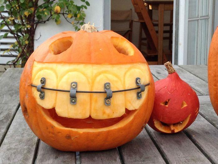 El padre de mi amigo es dentista, esta es su calabaza para Halloween