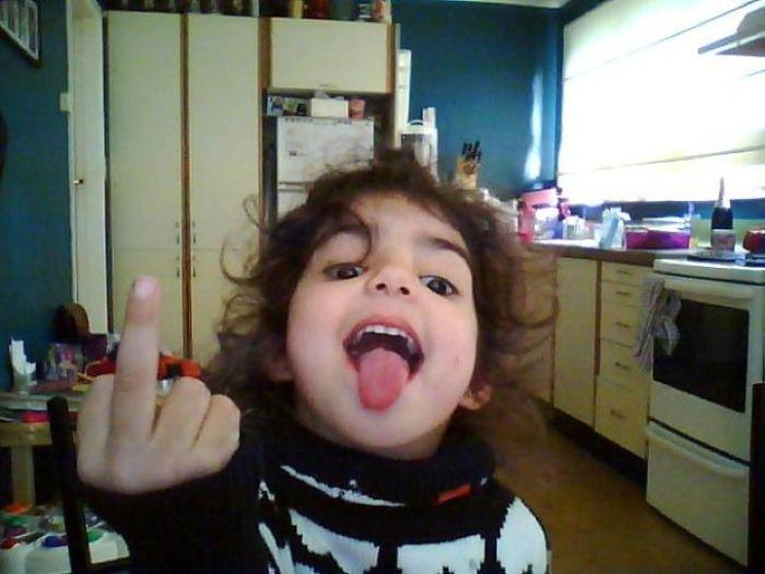 Mi hija encontró la webcamm y se hizo una foto... juro que soy buen padre