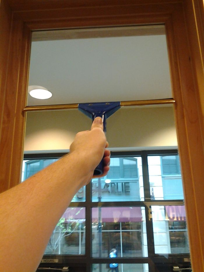I Work As A Window Cleaner, And This Is The First Time This Has Happened