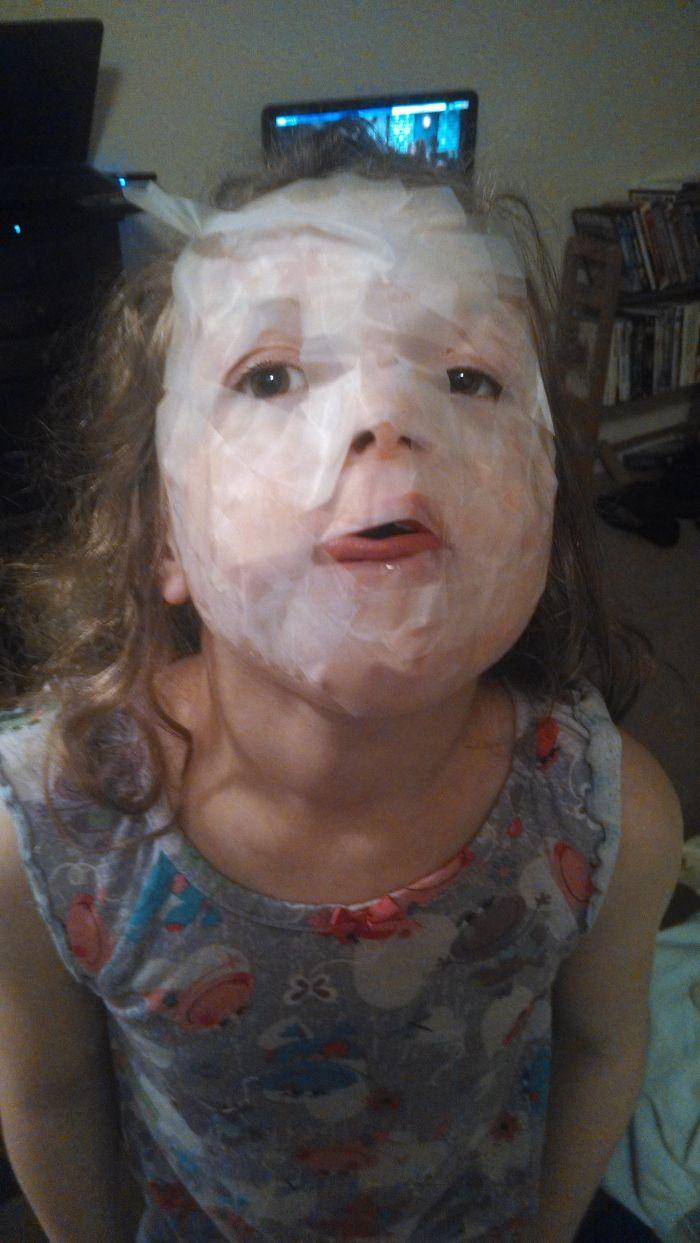 Dejé sola a mi hija de 7 años durante 10 minutos, gran error