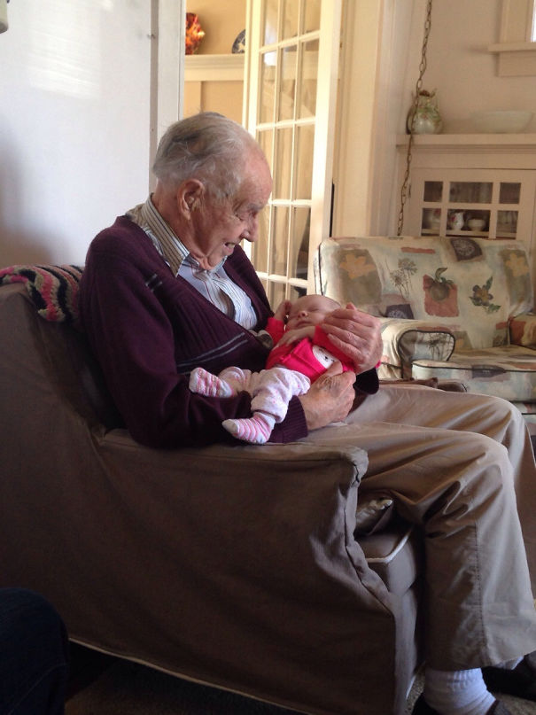 98-Year-Old Man Holds His 1-Week-Old Great-Granddaughter For The Very First Time